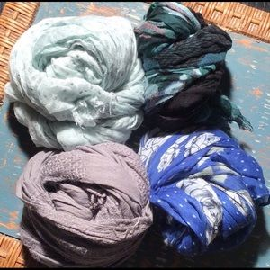 "Scarves ""not so mystery"" lot (4)"